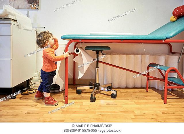 Reportage on a pediatrician who specializes in attachment theory in Lyon, France. A consultation at 14 months old