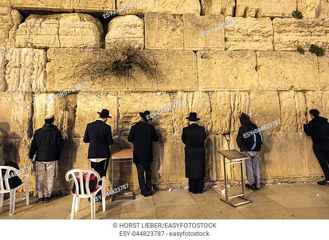 Jews at the Wailing Wall in the evening, Jerusalem, Israel, Middle East