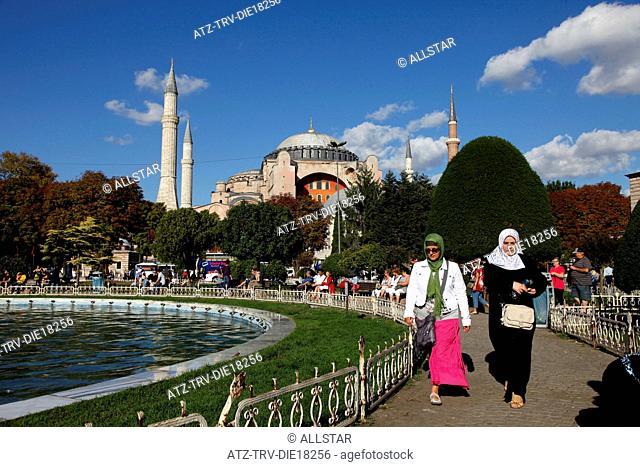 HAGHIA SOPHIA MOSQUE, AYA SOFYA & MUSLIM WOMEN; SULTANAHMET, ISTANBUL, TURKEY; 03/10/2011