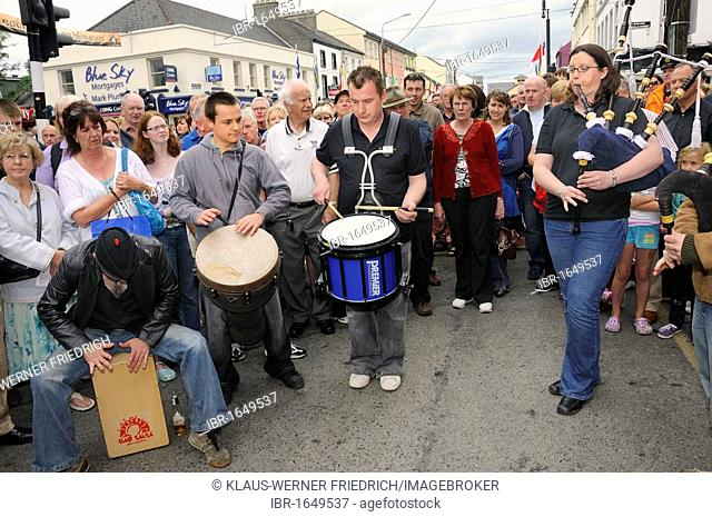 Piper and drummers at an Irish music session in the street, music festival Fleadh Cheoil na hEireann in Tullamore, County Offaly, Midlands, Ireland, Europe