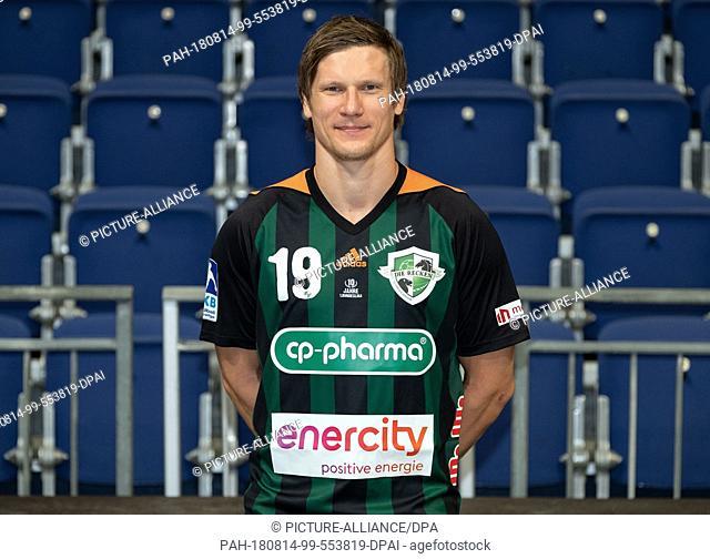 "14 August 2018, Germany, Hanover, Handball, Bundesliga, Photo Call, TSV Hanover-Burgdorf """"Die Recken"""" for the 2018/19 season in the TUI Arena: Hanover's Pavel..."