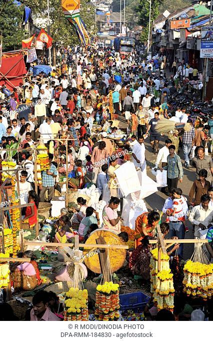 people shopping for diwali in dadar market at mumbai maharashtra India