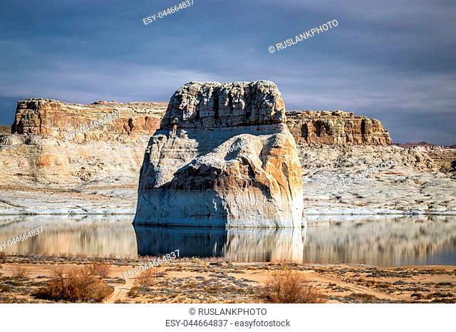 Toadstool hoodoos area rock formations at Paria rimrocks, Utah, United States