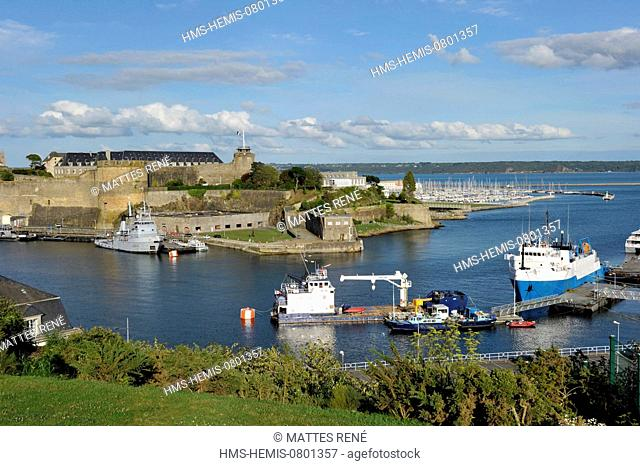 France, Finistere, Brest, the garden of the Browsers (jardin des Explorateurs) the Castle (Sea Museum), mouth of Penfeld