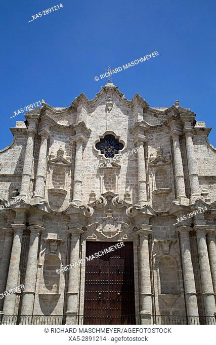 Front Facade, Cathedral de San Cristobal, La Habana Vieja, UNESCO World Heritage Site, Havana, Cuba