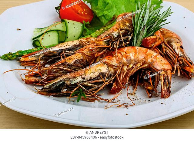 Grilled tiger prawns with rosemary and salad leaves