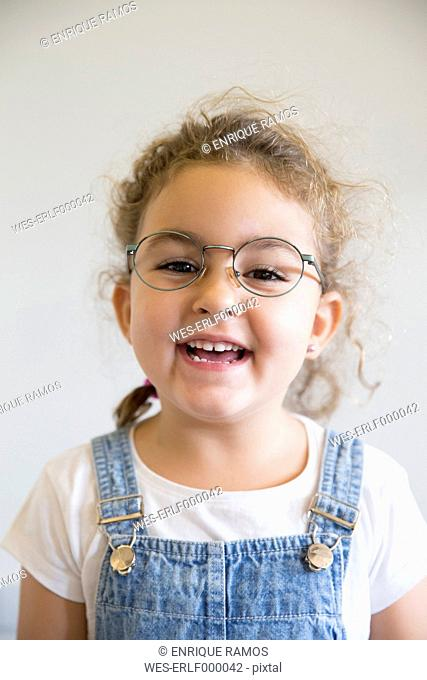 Portrait of smiling little girl wearing glasses