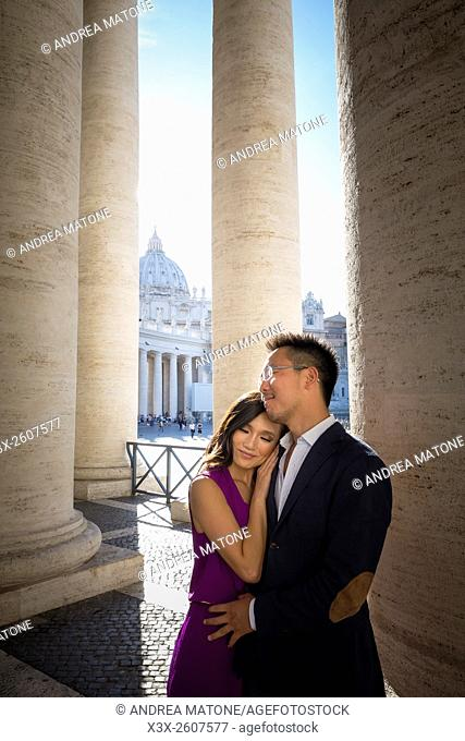 Couple under the columns of Saint Peter's square. In the Vatican. Rome, Italy