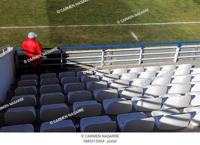 Football fan with a hat and red fleece