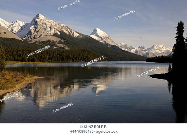 Rocky Mountains, Maligne Lake, Rocky Mountains, Leah Peak, Samson Peak, Maligne Mountain, forests, mountain lake, snow, Jasper National Park, Alberta, Canada