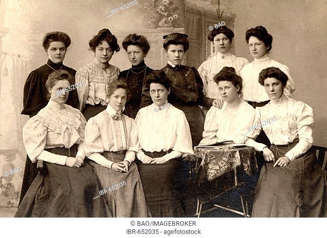 Historic photograph: home economics class, Germany, ca. 1910