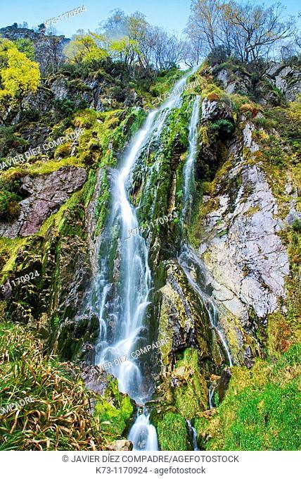 Tabayon del Mongayu, Waterfall. Redes Natural Park and Biosphere Reserve. Concejo de Caso. Asturias. Spain
