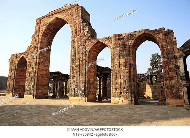 Qutb Minar, Quwwat al-Islam mosque (1190's), Delhi, India