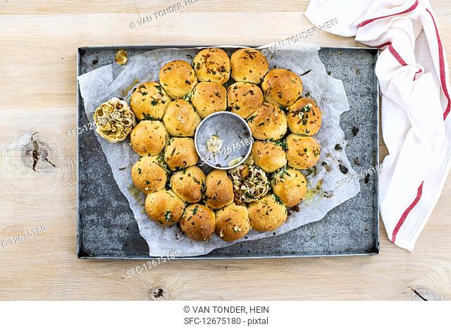 Garlic and herb bread 'sun'
