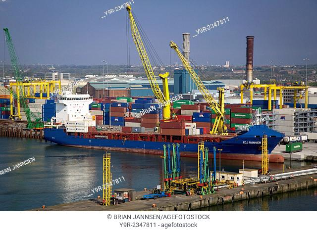Container ship being unloaded at the docks, Dublin, Eire, Ireland