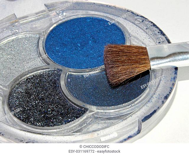 colorful makeup cosmetics for women to change the color of the eyelids and cheeks