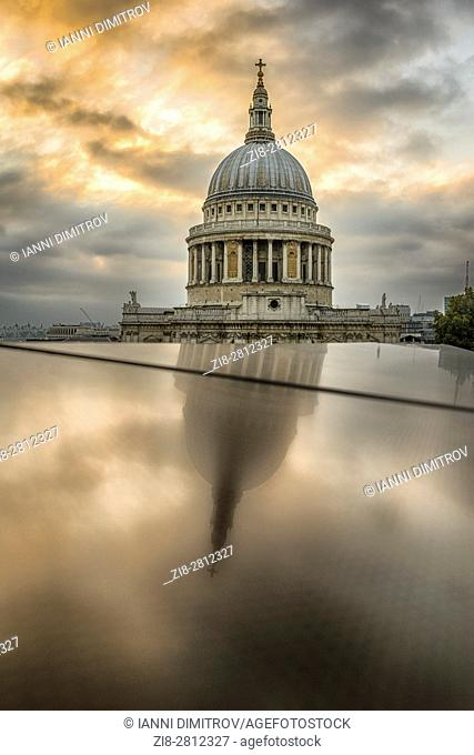 England,London-The dome of Saint Paul's Cathedral,reflection