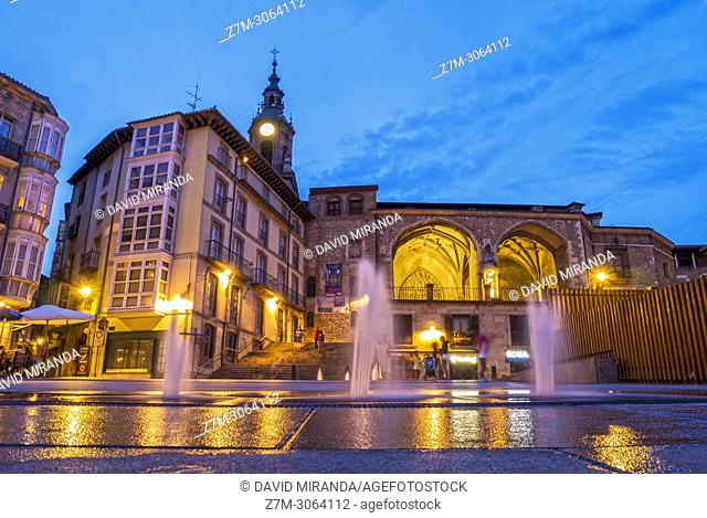 Plaza de la Virgen Blanca e iglesia de San Miguel. Vitoria. Álava, Basque Country, Spain