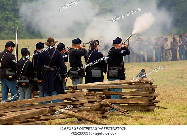 Union soldiers during battle re-enactment, Civil War Reenactment, Willamette Mission State Park, Oregon