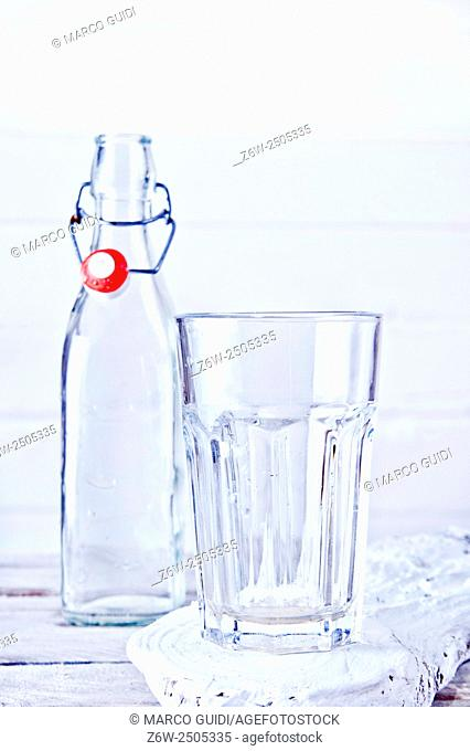 Presentation of a glass bottle and empty glass
