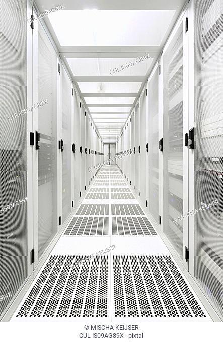 Data storage corridor in data warehouse