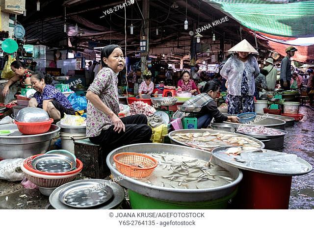 fish market in Vinh Long, Mekong Delta, Vietnam, Indochina, Asia
