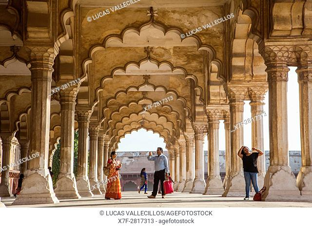 Visitors, Diwan I Am (Hall of Public Audience), in Agra Fort, UNESCO World Heritage site, Agra, India