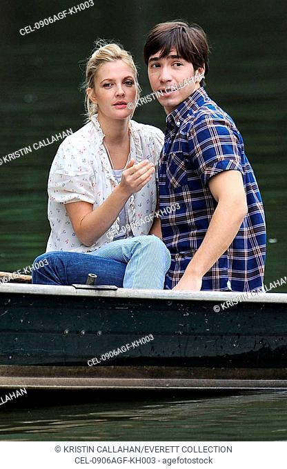 Drew Barrymore, Justin Long on location for GOING THE DISTANCE filming, Central Park, New York, NY August 6, 2009. Photo By: Kristin Callahan/Everett Collection