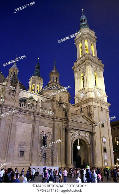 Basílica de Nuestra Señora del Pilar at night Zaragoza Spain
