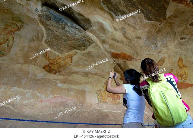 Asian tourists taking pictures of the Sigiriya Mamsells, frescoes on the rock, Sigiriya, Matale Distict, Cultural Triangel, Sri