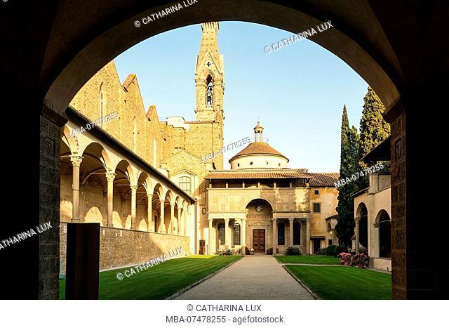Florence, Basilica di Santa Croce, courtyard