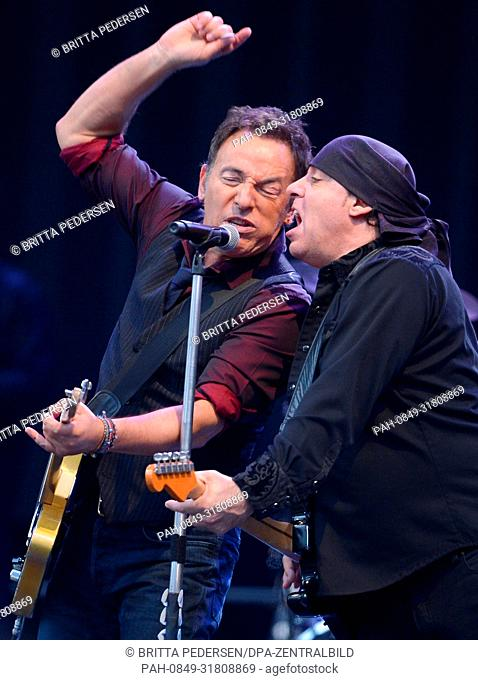 USrock singer Bruce Springsteen (l) performs on stage with his E Street band at the Olympic stadium in Berlin, Germany, 30 May 2012