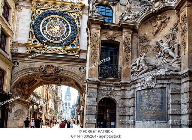 ASTRONOMICAL CLOCK ON THE RENAISSANCE ARCH, RUE DU GROS HORLOGE, ROUEN (76), FRANCE