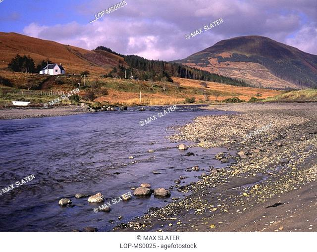 Scotland, Isle of Skye, Minginish, View of Glen Brittle showing isolated cottage