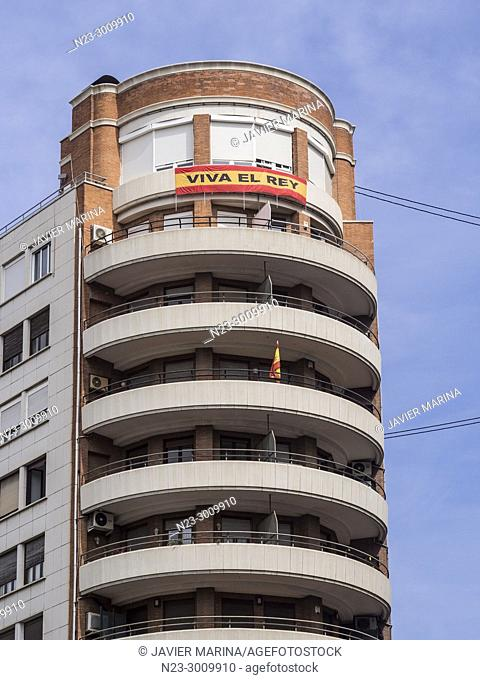 Spanish flag with 'Viva el rey' text on it in a building in the center of Valencia, Spain