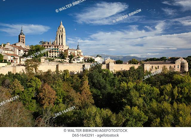 Spain, Castilla y Leon Region, Segovia Province, Segovia, town view with Segovia Cathedral