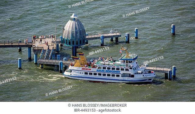 Sellin pier with excursion boat, Rügen, Baltic Sea, Mecklenburg-Western Pomerania, Germany