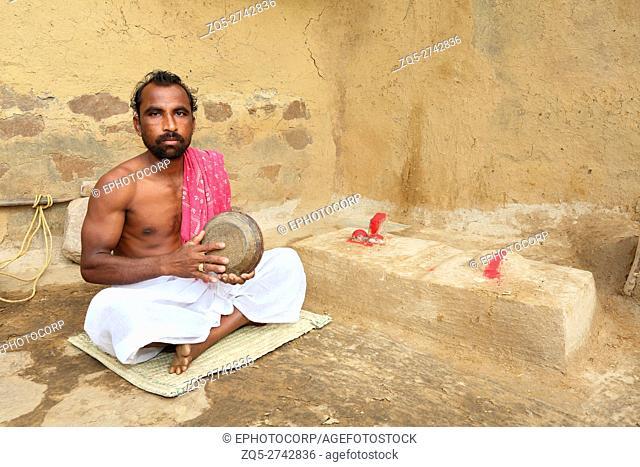 Man playing Khajani, Musical Instrument, KOND TRIBE, Bhilaigadh Village, Taluka Saraipalli, Dist Mahasamundh, Chattisgarh, India