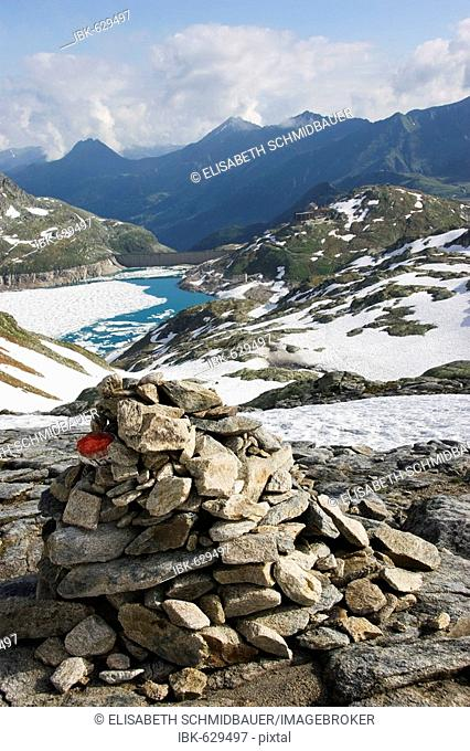 Cairn with view of Rudolfshuette (Rudolph's Cabin) an Weisssee (White Lake), Hohe Tauern National Park, Tirol, Austria, Europe