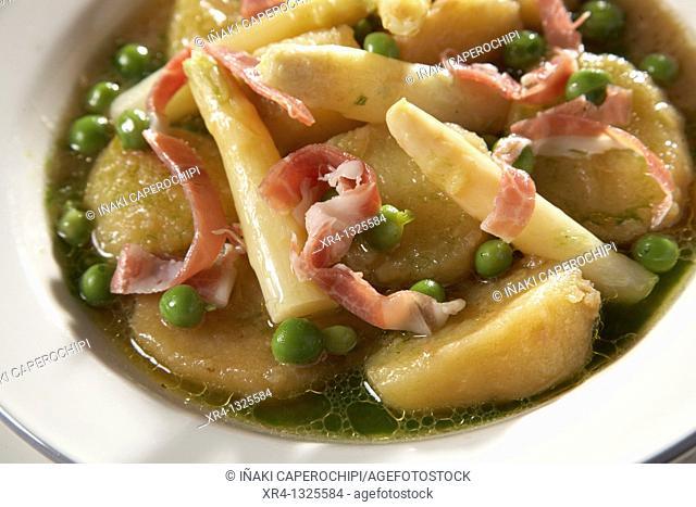 Estofado de patatas, esparragos, guisantes con lascas de iberico, Escuela de cocina Aiala, Zarautz, Gipuzkoa, Guipuzcoa, Basque Country, Spain