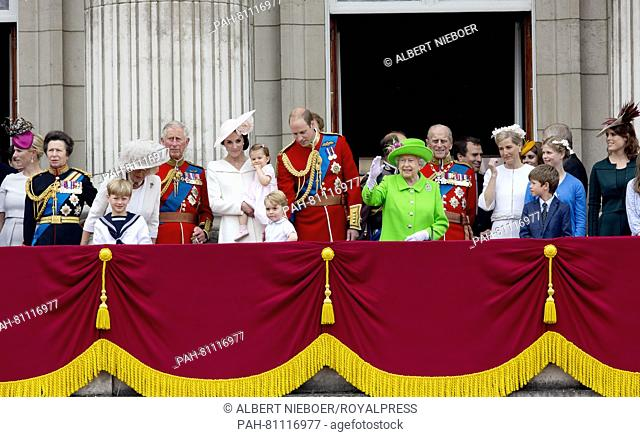 Londen, 11-06-2016 The Royal Family at the Balcony, Queen Elisabeth, Prince Philip, Prince Charles, Duchess Camilla, Prince William, Princess Kate