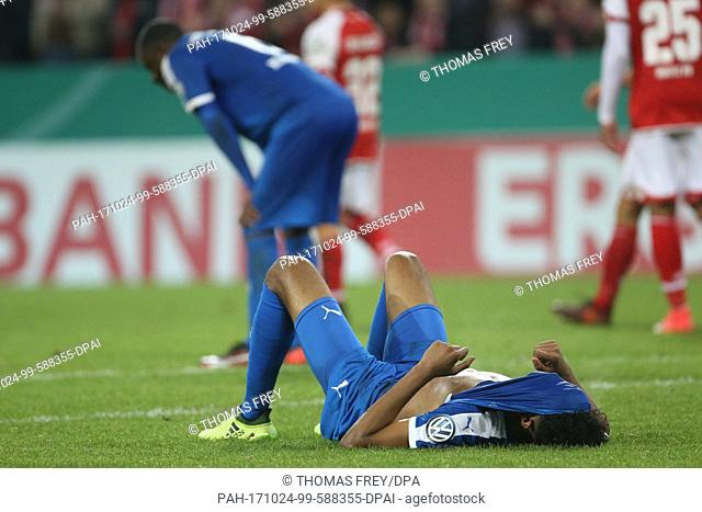 Kiel's Aaron Seydel is devastated by their 2-3 loss of the DFB Cup soccer match between FSV Mainz 05 and Holstein Kiel in Mainz, Germany, 24 October 2017
