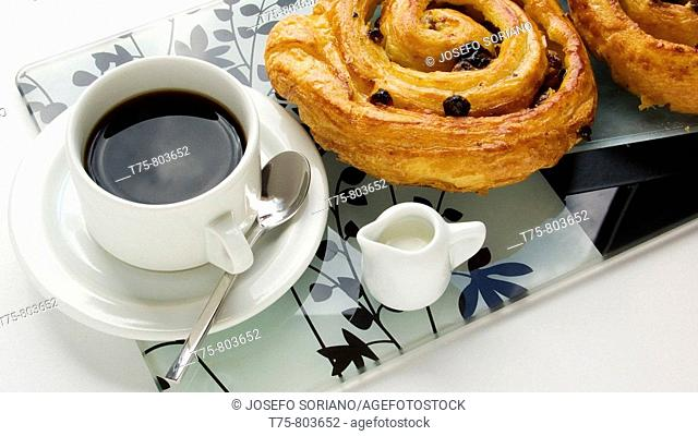 Coffee shells with butter and raisins