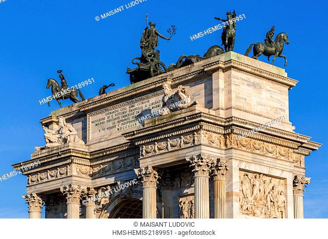 Italy, Lombardy, Milan, Piazza Sempione, Arc de Triomphe du Simplon (Arco della Pace) neoclassical style designed by architect Luigi Cagnola inaugurated in 1838