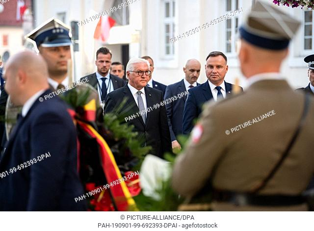 01 September 2019, Poland, Wielun: Federal President Frank-Walter Steinmeier and Polish President Andrzej Duda (r) lay down a wreath at the Memorial to the...