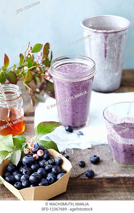 Blueberry and Almond Breakfast Smoothie