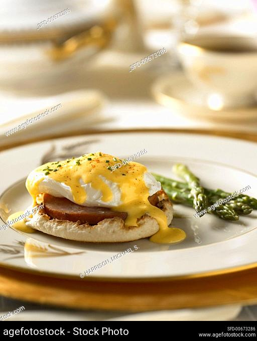 Eggs Benedict with Hollandaise Sauce and Steamed Asparagus on China Plate