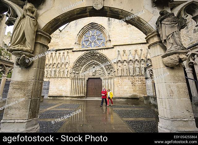friso del apostolado, iglesia de Santa Maria, siglo XIII, Olite, comunidad foral de Navarra, Spain