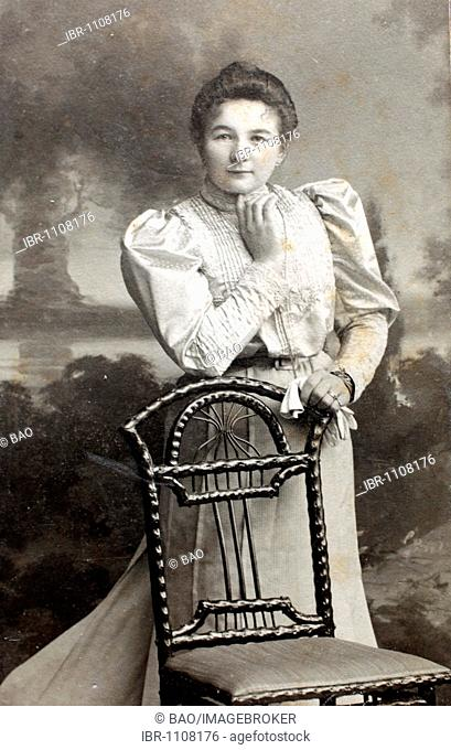 Historical photo, woman with a chair, 1901, Lower Bavaria