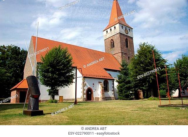 Kunstwerke Stefan Forler an der historische Kirche in Minfeld/Pfalz